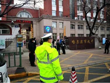 复学首日!哈尔滨多个学校门前都是这样的