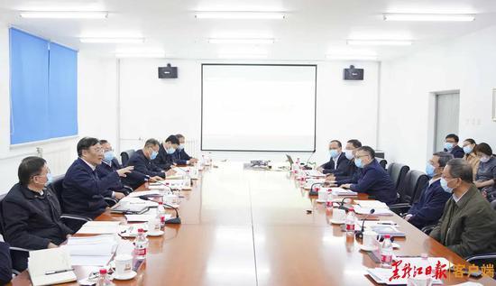 王文涛主持召开座谈会听取哈尔滨工业大学科研项目汇报并讲话。