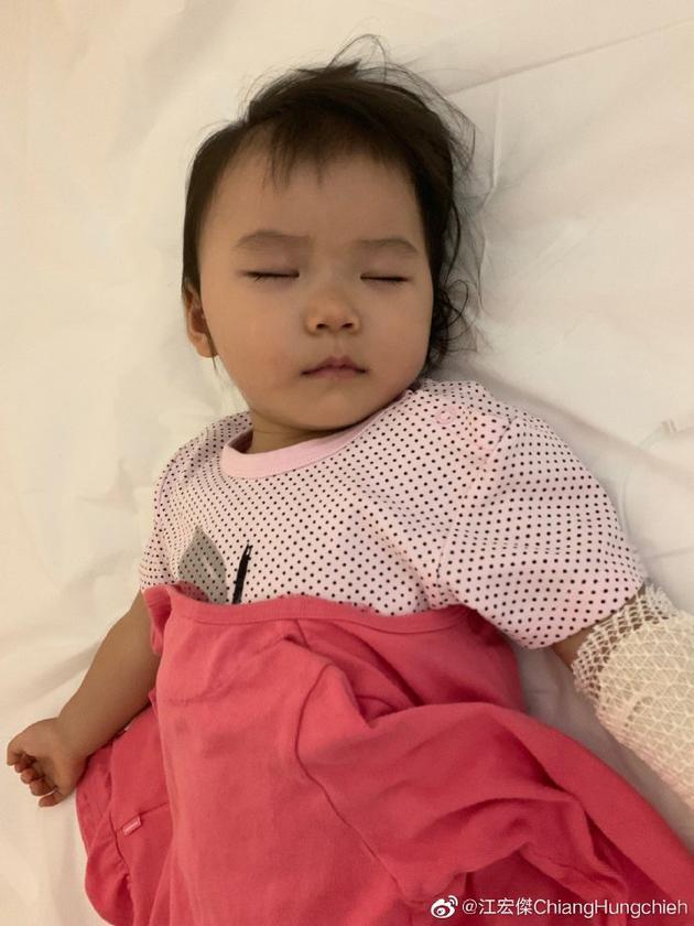 熟睡的小小爱