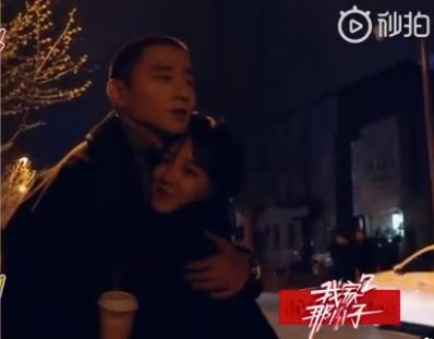于小彤、陈小纭节目中拥抱