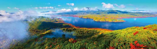 五花山、堰塞湖、俄式风情小镇……自驾游体验北国秋日的流动盛筵