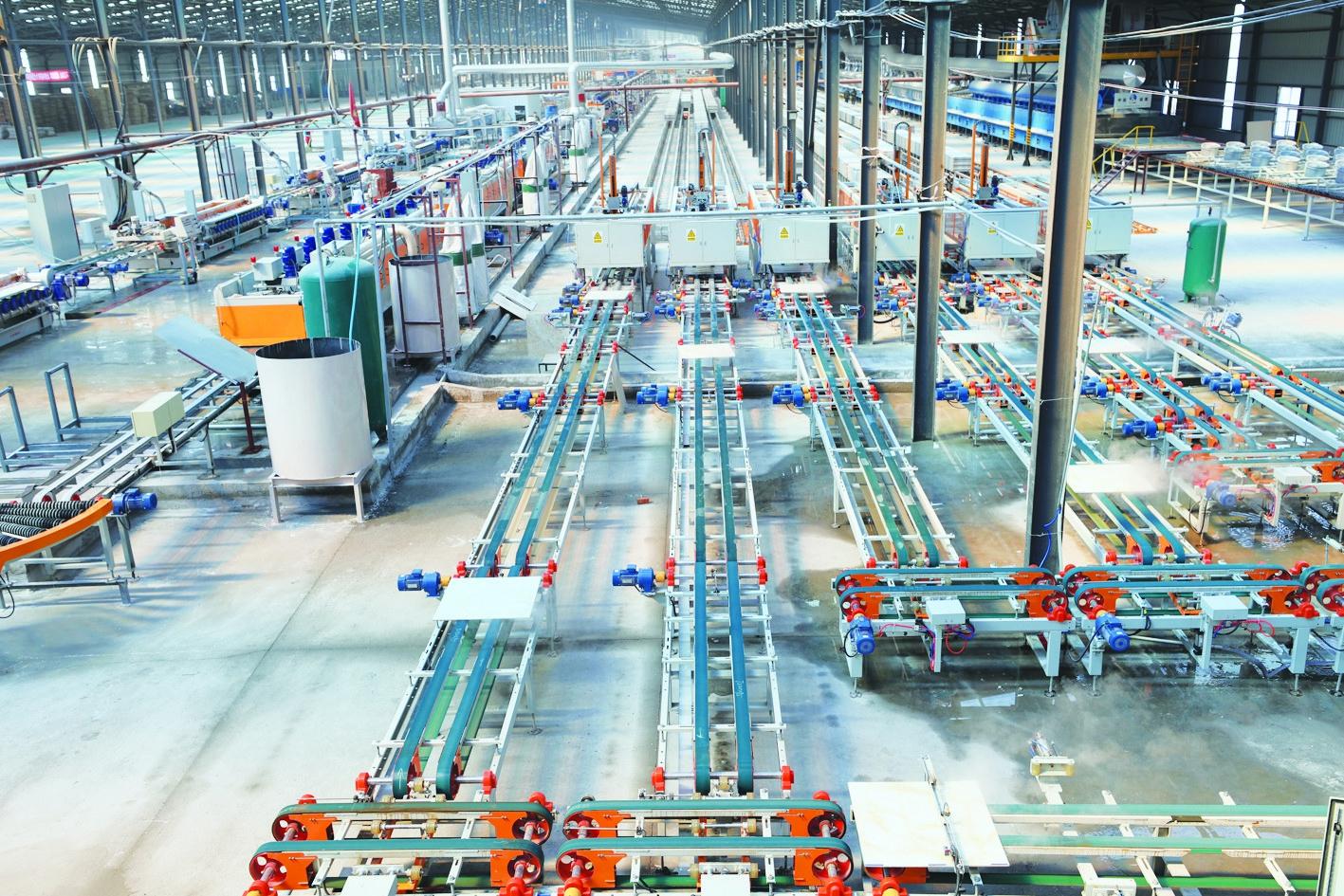 图①齐齐哈尔经纬瓷业有限公司高档陶瓷地砖全自动化生产车间。