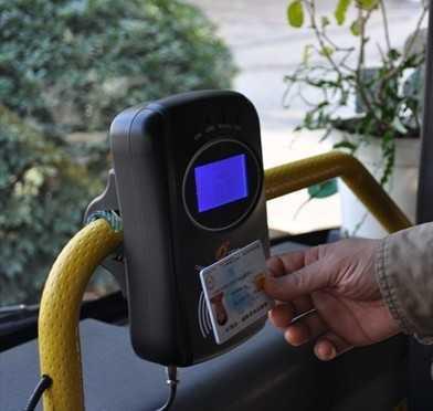 开往呼兰的3条公交线路能刷IC卡了 各卡享相应优惠