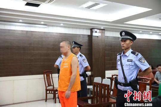 被告人李某承认杀害3名女性,请求法院判处自己死刑。 周莹 摄