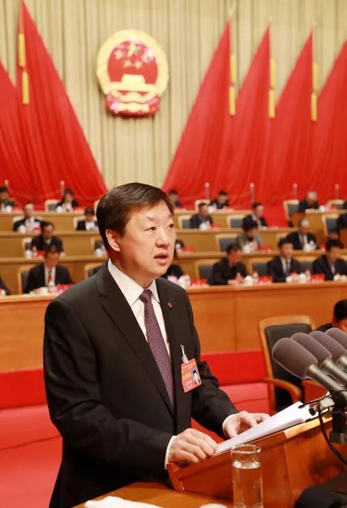 市长宋希斌作《政府工作报告》。