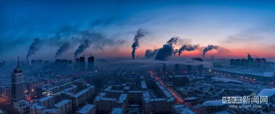 """Frozen Harbin,wakes up in the ice 哈尔滨新闻网 """"手机记者"""":姜雪鹏 /摄"""