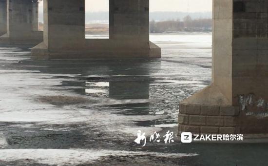↑ 江面出现了清沟