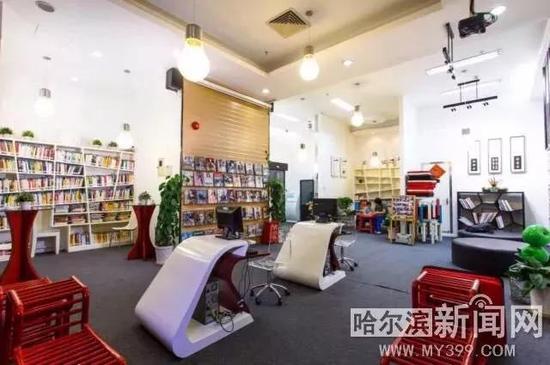 2012年底,罗湖首家悠图书馆开馆。作为罗湖区图书馆的直属分馆,该社区图书馆由总馆进行资源和人员的统筹管理,并加入图书馆之城统一技术平台,实现一证借遍全城的新型借阅模式。不同与以书为主的传统图书馆冷清、古板印象,悠图书馆打造的是以人为主的阅读空间,以悠然、随意、自由的设计理主线,为社区居民提供舒适、温馨、时尚的体验环境,人们走进这里就像走进了自家的书房。