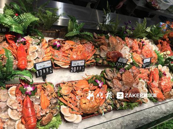 ↑↑↑ 超市提供海鲜前期处理服务
