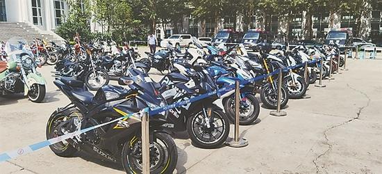 """摩托车夜间轰油门""""炸街"""" 哈市公安局迅速展开行动"""