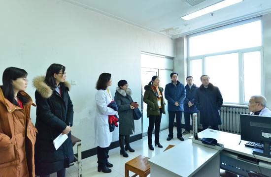 在高血压门诊,专家组与苏贵斌教授对高血压筛查、诊断问题进行讨论