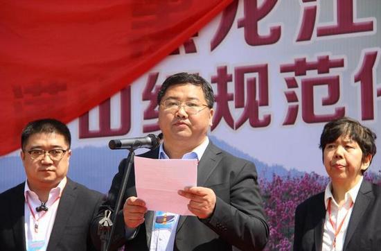 通河县委副书记、县长曹德友致辞