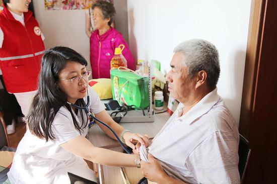 哈尔滨市第一医院特诊七病房主任刘芳博士为