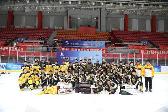 男子U12组比赛合影