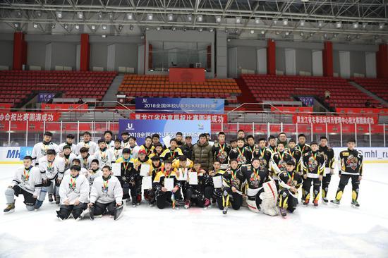 男子U14组比赛合影