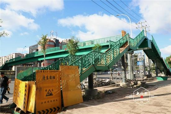 过马路安全啦 东直路新添一座过街天桥