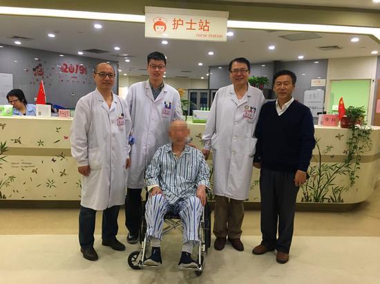 九旬老人腰椎压缩性骨折需卧床三个月  黑龙江省医院球囊扩张让老人当天即能下床