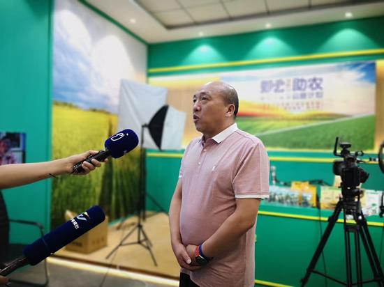 省农业农村厅产业扶贫办副主任 孟繁宏接受采访