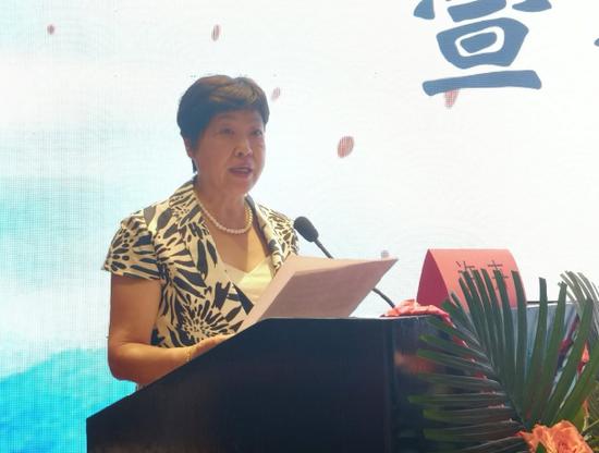 黑龙江省医师协会副秘书许卉宣读选举办法
