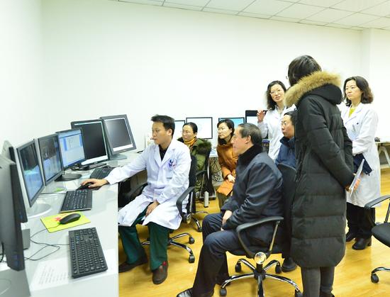 专家组参观PET-CT