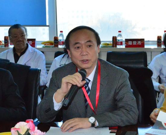 听取汇报后,李玉明教授代表专家组对哈尔滨医科大学附属第二医院高血压中心开展一系列卓有成效的工作表示认同和鼓励
