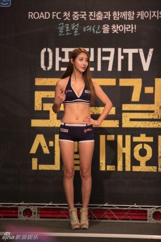 韩国格斗女郎穿比基尼选拔 冠军肉腩抢镜