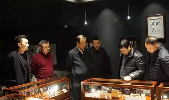 孙尧副省长参观一致北红玉雕艺术馆
