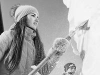 第八届国际大学生雪雕赛在哈工程大学校园开铲