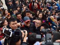 赵本山现身两会现场遭记者围堵