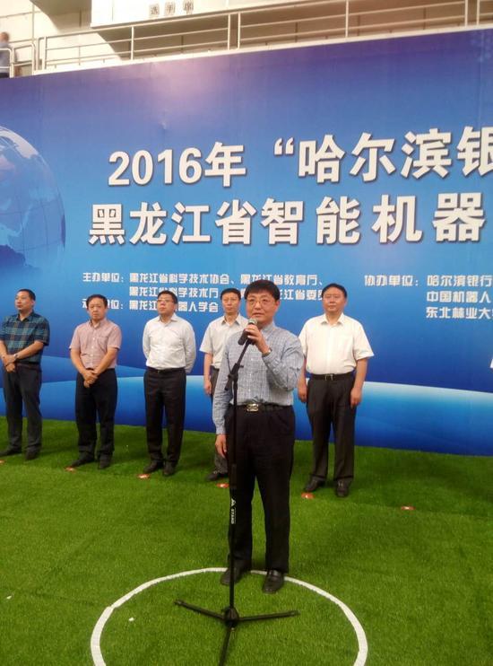 黑龙江省教育厅副厅长牧童宣布比赛开始