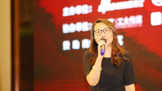 新浪网政府旅游事业部总经理李峥嵘做主旨演讲