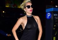 Gaga透视裙酥胸隐现 开衩到腿