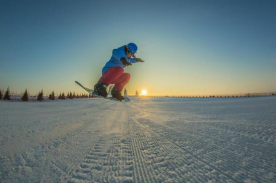 呼兰河口欢乐冰雪世界全国最大的万人初级标准滑雪场