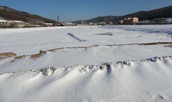 2.3万平方米的冰湖开始蓄水,长远林场冰上游戏项目有序启动