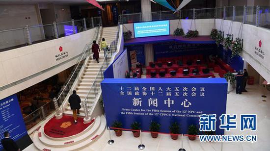 2月27日拍摄的全国两会新闻中心。当日,设在北京梅地亚中心的全国两会新闻中心正式开展工作。第十二届全国人民代表大会第五次会议和政协第十二届全国委员会第五次会议,将分别于2017年3月5日和3月3日在北京开幕。新华社记者 金良快 摄