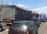 哈同高速两辆罐车追尾肇事起火 一人受伤