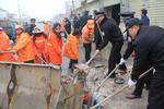 哈尔滨3000余人清理垃圾杂物200吨