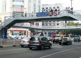 大庆东站人行天桥在高铁建设中进行封闭 不可通行