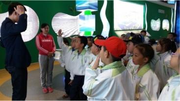 同学们回答提问。图片来源:哈尔滨文明网