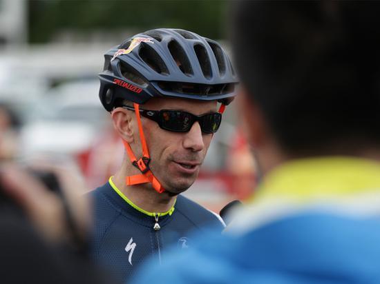 Mistral-Yves-Henrl赛前接受媒体采访