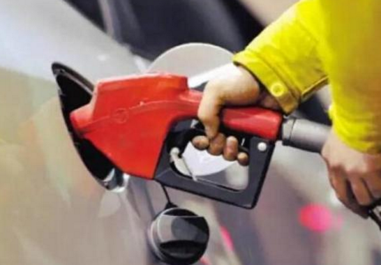 """油价回归""""5元区"""" 哈尔滨92号汽油每升降2毛"""