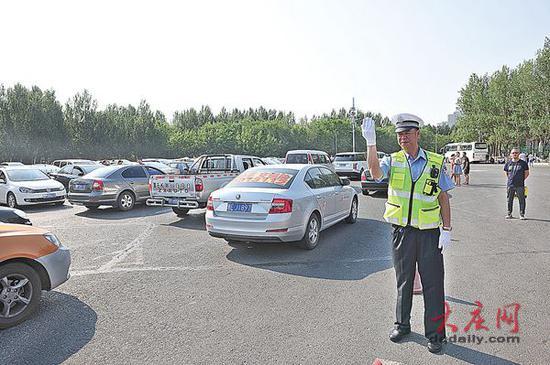 大庆:多部门齐心协力保驾护航 中考首日平安顺利
