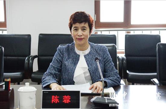 松北区委副书记陈蓉介绍松北区近年来创城工作开展情况。