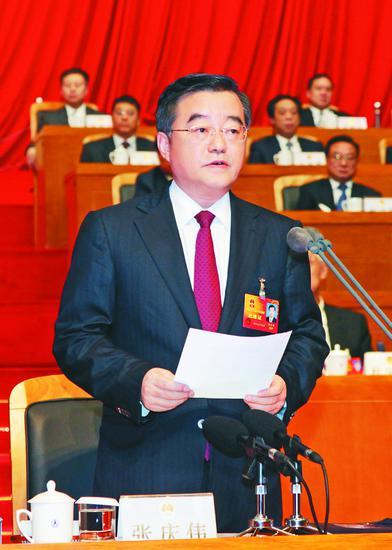 张庆伟主持第一次全体会议。徐旭孙强张磊摄