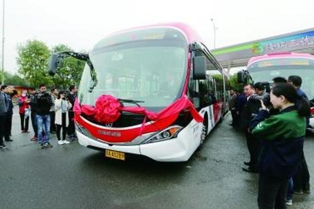 首批中国红新能源公交长安街开跑 首配新风系统