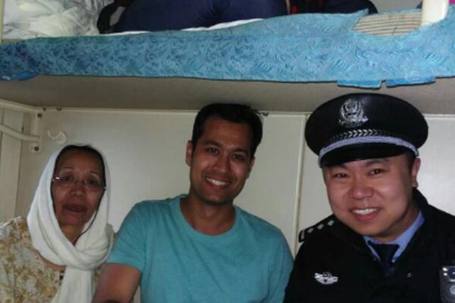 哈铁民警国际范儿:用双语帮了两名外国旅客