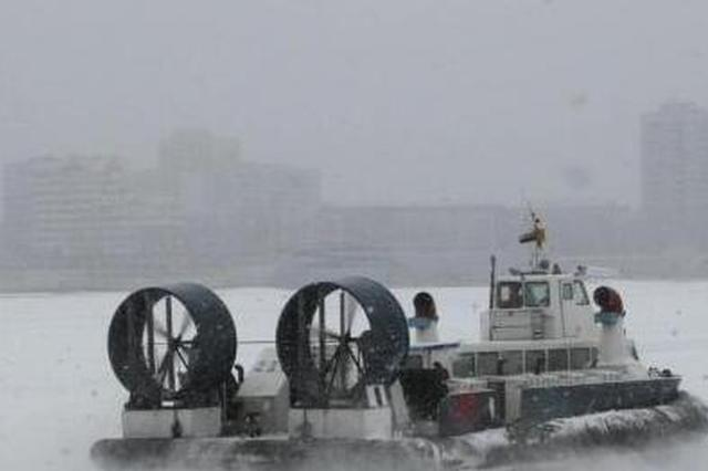 黑龙江突降大雪 海事部门保障气垫船运营安全