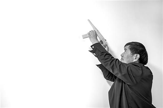 老技师自制木枪打蚊子:射程3米 百发百中