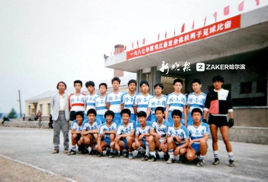 86级哈尔滨少年队合影,后排左四为孙东波(小波)
