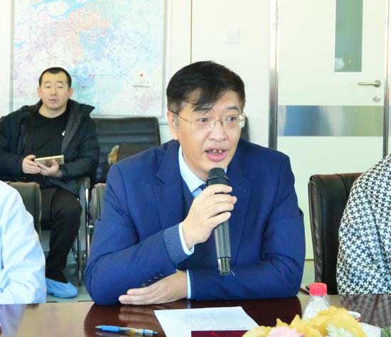 哈尔滨医科大学附属第二医院焦军东副院长代表医院对专家组的到来表示?#38431;? data-link=